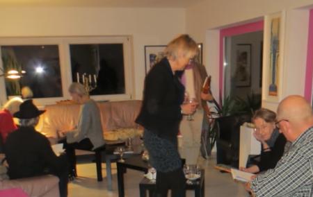 Die Autoren signieren ihre Buecher in der Galerie Stexwig