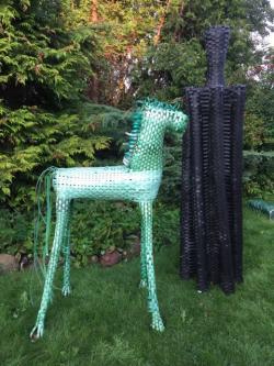 Skulpturen von Minka Zimmermann in Garten der Galerie Stxwig