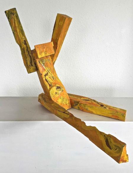 Jan Koblasa, Tänzer II, 2010-2011, Holz polychromiert, gelb, ca. H54xT38xB70 cm, 2.000,-€, Galerie Stexwig